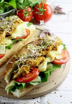 Cheesesteak, Hot Dog Buns, Mozzarella, Cake Recipes, Lunch Box, Food And Drink, Healthy Recipes, Meals, Cooking
