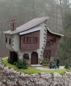 Modern Mini Houses-Creatin' Contest. Okay, for my birthday will someone please get me a dollhouse like this? No joke. :)