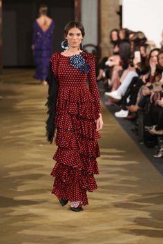 José Hidalgo - We Love Flamenco 2017 Funky Fashion, Boho Fashion, Womens Fashion, Yellow Headboard, Spanish Fashion, Beautiful Dresses, Costumes, Skirts, Color