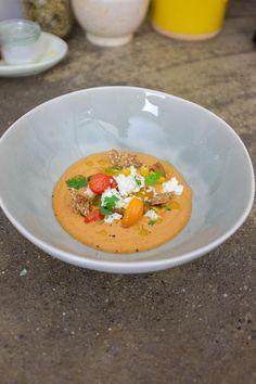 Aspettiamo l'arrivo dell'estate per poter mangiare pomodori sapori e profumatissimi. Questo gazpacho super veloce con avocado è da provare!