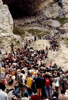 Amarnath Yatra - Queue before the Holy Cave, Kashmir, India Pilgrims make 4 to 5 hours on the stairs to enter the Cave for their Puja.