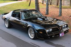 1978 Pontiac Trans Am. This was one of the sexiest Trans Am GM & Pontiac ever made thanks to the movie Smoky and The Bandit. 1978 Pontiac Trans Am, Pontiac Firebird Trans Am, Firebird Formula, 1978 Trans Am, Sexy Cars, Hot Cars, My Dream Car, Dream Cars, Bandit Trans Am