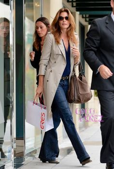 Cindy Crawford may have picked up something naughty from the lingerie store for her man! Fashion For Men Over 50, Middle Age Fashion, Cindy Crawford, Fall Outfits, Casual Outfits, Fashion Outfits, Style Fashion, High Fashion, Fashion Tips