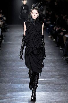 Ann Demeulemeester Fall 2011 Ready-to-Wear Fashion Show - Olga Ovchynnikova (MAJOR)