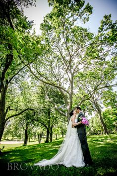 Lakewood Cemetery offers a surprisingly beautiful backdrop for outdoor wedding photos! | Brovado Weddings