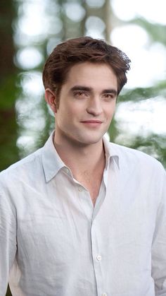 "~ † Edward Cullen""s AKA .Robert Pattinson † Made By & Enhanced By Melbie Toast ~ <<< sweet mother of pearl hes gorgeous Twilight Edward, Twilight Saga Series, Twilight Breaking Dawn, Twilight Cast, Breaking Dawn Part 2, Edward Bella, Twilight Series, Twilight Movie, Robert Pattinson Twilight"