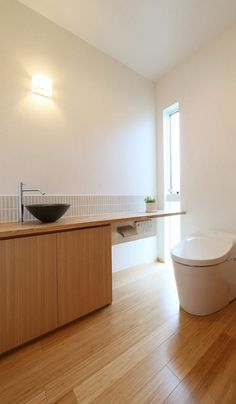 Decor - Just another WordPress site House Design, House Bathroom, Japanese Toilet Design, Ideal Bathrooms, Classic House Design, House Interior, Small Bathroom With Shower, House Layouts, Bathroom Design