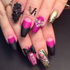 Matte magenta n black coffin nails with bling nail art designs long Black Coffin Nails, Coffin Shape Nails, Stiletto Nails, Matte Nails, 3d Nails, Nail Deaigns, Matte Pink, Pink Nail, Bling Nail Art
