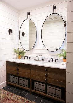 When it comes to double vanity bathroom mirrors, you can choose pieces that emphasize your vanity's length or create the illusion of more space.We've got you covered with 10 different ideas for double vanity bathroom mirrors. Double Sink Bathroom, Double Sink Vanity, Small Bathroom, Master Bathroom, Bathroom Vanity Designs, Bathroom Sink Vanity, Bathroom Interior Design, Bathroom Vanity Mirrors, Decorative Bathroom Mirrors