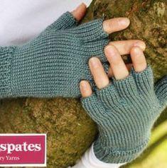 Crochet Gloves Free Pattern Fingers Fingerless Mitts Ideas For 2019 Fingerless Gloves Knitted, Knit Mittens, Knitting Socks, Crochet Gloves Pattern, Mittens Pattern, Knitting Patterns Free, Free Knitting, Free Pattern, Pattern Ideas
