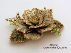 i dont think this would be as hard as it looks. it seems to be just a flat stitch pattern of each petal shape, sewn together? Bead Jewellery, Seed Bead Jewelry, Beaded Jewelry, Beading Projects, Beading Tutorials, Beading Patterns, Seed Bead Flowers, Beaded Flowers, Seed Beads