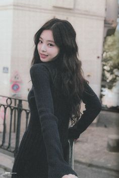 It's January Here are 25 best outfits BLACKPINK Jennie rocked that deserve to be celebrated alongside her birthday! Blackpink Jennie, Yg Entertainment, K Pop, South Korean Girls, Korean Girl Groups, Rapper, Tumbrl Girls, Blackpink Members, Black Pink Kpop