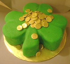 shamrock shaped cake with gold coins..tooo cute:)