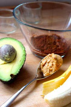 Avocado-Schokopudding mit Banane und Erdnussbutter. Vegan - elfilii