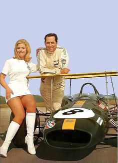 USA Grand Prix 1968 - Jack Brabham & sexy girl-from Eduardo Luis Angelelli Classic Motors, Classic Cars, Drag Racing, F1 Racing, Formula 1, Usa Grand Prix, Foto Picture, Gp F1, Automobile