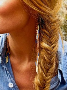 Coiffure Tresse : Bead Fringe Earrings pretty bohemian in gold and blue Pretty Hairstyles, Braided Hairstyles, Head Band, Twist Braids, Fishtail Braids, Braid Hair, Messy Hair, Fringe Earrings, Beaded Earrings