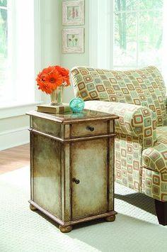 Hooker Furniture Seven Seas One-Door One-Drawer Antique Mirror Chest 500-50-700