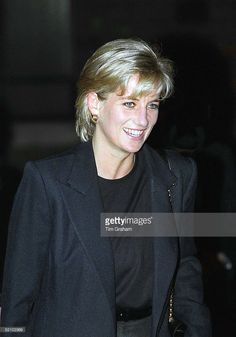 Diana, Princess Of Wales, In Her Role As Patron Visits Centrepoint To See The Cold Weather Project For Homeless Young People In Kings Cross. Get premium, high resolution news photos at Getty Images Princess Diana Photos, Princess Diana Fashion, Princess Diana Family, Royal Princess, Princess Of Wales, Spencer Family, Lady Diana Spencer, Princesa Diana, Perfect Wife