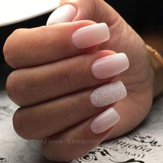 Pale pink ombre nails with accent glitter nail #NaturalNails