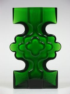 """Alsterfors """"stepped"""" green glass vase by Per-Olof Strom Art Of Glass, Vintage Vases, Modern Glass, Glass Design, Retro, Shades Of Green, Colored Glass, Stained Glass, Sculptures"""
