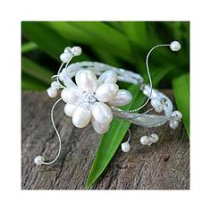 Stainless Steel 'Pearl Flower' Pearl Bracelet (Thailand)