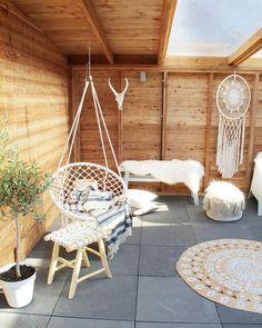 Tuin met natuurlijke accessoires. #tuin #accessoires #riet Green Garden, Home Hacks, Natural Living, Hanging Chair, Ibiza, Home Improvement, Pergola, New Homes, Backyard