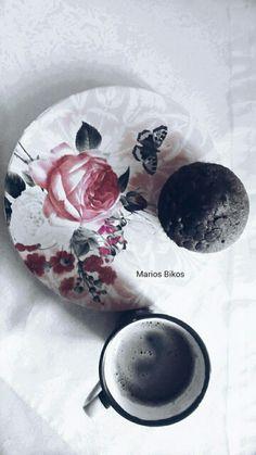#blackandwhite #blue #black #white #gm #morning #καλημερα #Muffin #coffe #greece #thessaloniki