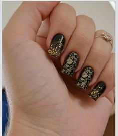 Black and gold nails design