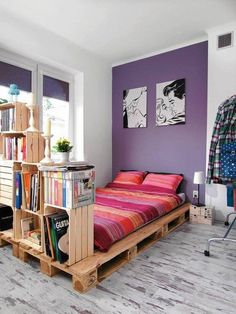50 Creative Recycled DIY Projects Pallet Beds Design Ideas 43 – Home Design Small Apartment Bedrooms, Apartment Bedroom Decor, Apartment Design, Home Bedroom, Apartment Interior, Apartment Ideas, Platform Bed Designs, Diy Platform Bed, Pallet Beds