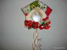 Enfeite porta casa passarinho em tecido,com detalhes em fuxico e botoes R$