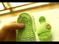 "From China Cheap Wholesale ""Cute Handmade Crocheted Shoes"" for Toddler baby soft Mts baby schuhe Crochet Baby Booties, Crochet Slippers, Baby Girl Quilts, Girls Quilts, All Free Crochet, Knit Crochet, Baby Sneakers, Crochet Videos, Toddler Shoes"