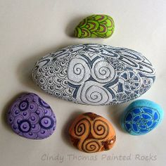 Painting Rock & Stone Animals, Nativity Sets & More: How to Paint Zentangle Patterns on Rocks and Stones Pebble Painting, Pebble Art, Stone Painting, Painted Rocks Craft, Hand Painted Rocks, Painted Stones, Painted Pebbles, Rock Painting Patterns, Rock Painting Ideas Easy