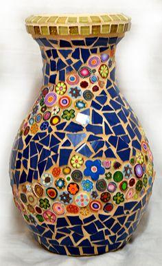 Un vase avec des fleurs colorées FIMO