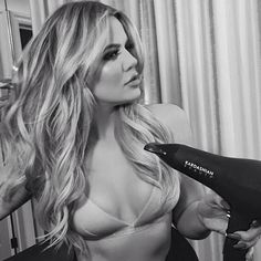 Khloe Kardashian wearing a Calvin Klein Two-Tone Wireless Triangle Bra and using a Kardashian Beauty hair dryer. Khloe Kardashian Style, Kardashian Beauty, Kardashian Family, Kardashian Jenner, Kylie Jenner, Kardashian Fashion, Kardashian Workout, Ariana Grande, Celebs
