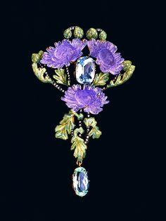 Lalique 1902 Brooch: gold, glass, aquamarines, diamonds Photo: Günther Meyer Part of: VG Bild-Kunst, Bonn 2015 Published at: Schmuckmuseum Pforzheim Bijoux Art Nouveau, Art Nouveau Jewelry, Jewelry Art, Fine Jewelry, Gold Jewelry, Vintage Brooches, Vintage Jewelry, Lalique Jewelry, Sea Glass Jewelry