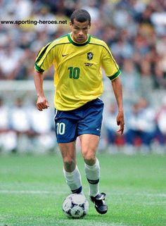 Rivaldo , Brasil , Meio Campo Atacante , Canhoto jogador decisivo habilidoso , chutes forte e certeiros se destacou no Barcelona , foi campeão do mundo com a seleção brasileira em 2002 .