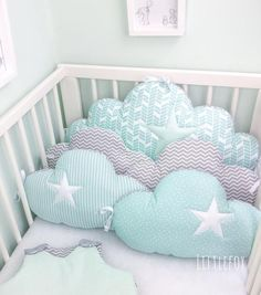 Baby cot bumpers, clouds cushions in mint, white and grey Baby Sheets, Baby Bedding Sets, Cot Bedding, Baby Room Design, Baby Room Decor, Handmade Baby, Diy Baby, Baby Cradle Swing, Baby Cot Bumper