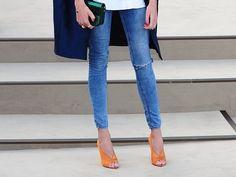 Neon heels + skinny jeans.
