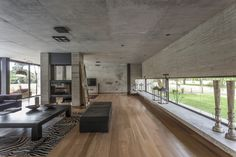 View the full picture gallery of Casa HK Bauhaus, Loft Design, House Design, Beton Design, Decor Home Living Room, Southern House Plans, Modern Home Interior Design, Concrete Houses, Weekend House