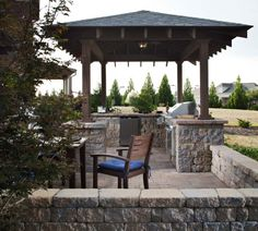 Belgard Dublin pavers and Celtik wall team up to create a gourmet kitchen outdoors - would you cook here?