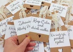 Ślub - inne-Zawieszki na butelki Vodka Drinks, Chocolate Decorations, Diy And Crafts, Wedding Invitations, Save The Date, Wedding Decorations, Wedding Day, Wedding Inspiration, Place Card Holders