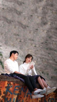 Song Joong Ki Dots, Desendents Of The Sun, Most Handsome Korean Actors, Descendants Of The Sun Wallpaper, Song Hye Kyo Style, Song Joong Ki Birthday, Soon Joong Ki, Lee Min Ho Kdrama, Sun Song