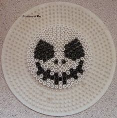 Jack Skellington hama perler beads by Les Loisirs de Pat Easy Perler Bead Patterns, Perler Bead Templates, Pearler Bead Patterns, Diy Perler Beads, Perler Bead Art, Pearler Beads, Fuse Beads, Bricolage Halloween, Manualidades Halloween