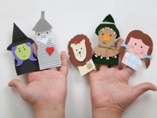 No-sew Wizard of Oz finger puppets made with rubber gloves. Free templates from Lotta Magazine.
