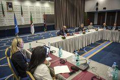المجتمعون في الجزائر يطالبون بفتح ممرات لإدخال المساعدات إلى ليبيا