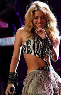 The beautiful and talented Shakira Shakira Belly Dance, Belly Dancers, Shakira Hips Dont Lie, Shakira Mebarak, Blond, Jennifer Aniston Style, Latin Women, Female Singers, Costumes