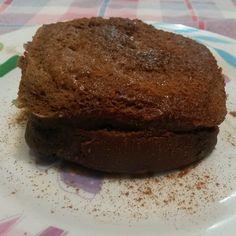"""@ro_dukan's photo: BOLINHO DE CACAU DA linda JÔ GAUCHA @jogaucha2 ( fases 2, 3 ,4)  Ingredientes:  1 ovo inteiro e uma clara;  8 gts de essência de caramelo;  2cc de cacau diet;  1 cs de leite em pó desnatado;  3 cs de água;  1 cs de farelo de aveia;  15 gotas  de adoçante.  Mexer os ingredientes. Colocar no microondas 1', mais ou menos.  #receitasjogaucha  #Projetojogauchasarada"""""""