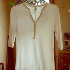 White cotton blend 3/4 sleeve shirt . White 3/4 sleeves . Vneck with 4 buttons .60% cotton, 40% polyester . Brand tag is missing I believe it is Victoria Secret not sure . Minor signs of wear under sleeves where fabric has rubbed together . No stains or holes . Size M Tops Tees - Short Sleeve
