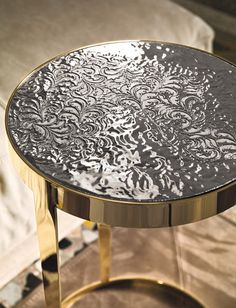 The Amadeus side table has a laser-cut, ground steel frame in bright light gold, bright chrome, bright black chrome or matt satined bronze. Italian Furniture, Metal Furniture, Dining Furniture, Furniture Decor, Side Coffee Table, Coffee Table Design, Glamour Living Room, Glass Room Divider, Copper Paint