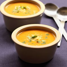 Discover the Carrot Pumpkin Soup recipe on cuisineactuelle. Veg Recipes, Vegetarian Recipes, Healthy Recipes, Recipies, Healthy Food Alternatives, Winter Soups, Pumpkin Soup, Homemade Soup, Food Dishes